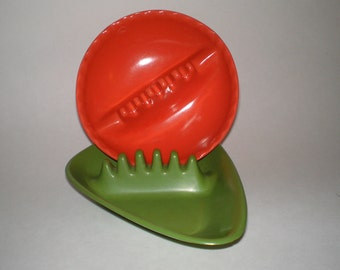 Atomic Boomerang Rockabilly Anholt Ashtrays Very MCM Retro In Avocado Green and Bold Orange Set Of 2 Anholt Rockabilly Kitsch Melamine