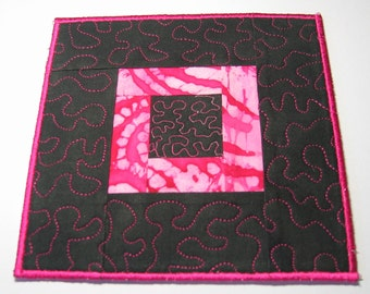 Black and pink plate mat