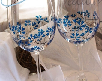 2 hand painted wine glasses flower- power design