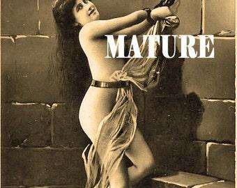 Woman in Chains aimant de réfrigérateur - MATURE