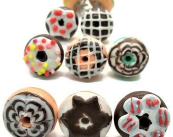 Donuts Boucles d'oreilles, Miniature Dollhouse Food, 8 pairs