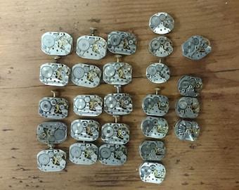 Set of 26 vintage mechanical watch movements, watch parts mixed media jewelery lot, big movements