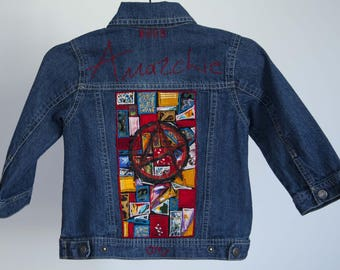 Denim jacket for children 3 years, customized with a patchwork of fabrics
