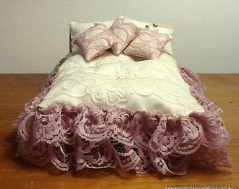 """1/12 """"Shabby Chic"""" exquisite lace queen/double quilt, 2 pillows, 3 cushions. Oriental flowers with gold accents-reverse! Posting O/seas"""