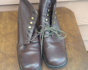 Size 10 brown womens period costume boots
