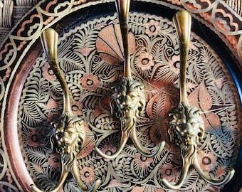 Brass Lionhook | vintage koperen haken | kapstok | brass leeuwenhaak | kledinghanger | dubbele haak| set of 3