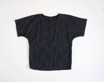 80s Black Tshirt Simple Black Shirt Basic Boxy Tee Simple Minimal Modern Vintage Cap Sleeve Top Leaf Print Floral Tee Womens Medium
