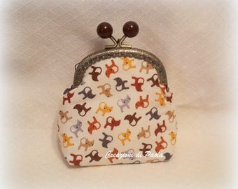 Coin purse with click closure clack with cloth with cats on brown tones