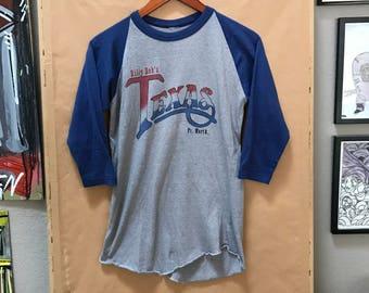 Vintage 80's Billy Bob's Texas Baseball Tee Raglan Sleeve Shirt Fort Worth Honky Tonk Rodeo