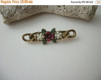ON SALE Vntage Baroque Gold Tone Floral Bar Pin 51616