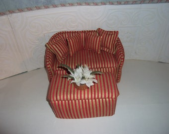 1:6th scale Barbie Dollhouse Handcrafted Sofa and Over-sized Ottoman BARBIE BLYTHE Living Room Bedroom Red & Gold Strip