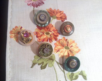SALE, Pin It button Brooches