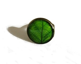 GREEN LEAF RING - Green ring  - Spring jewelry - Nature I heart - nature lover gift - Adjustable Ring - resin