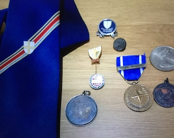 Vintage WW2 Lot of various badges, medals, ribbons and a regiment tie - 8th Army, NATO, Etc