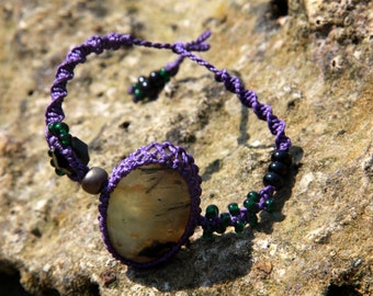 Macrame bracelet with prehnite