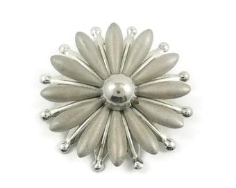 Vintage Daisy, Flower Brooch, Silver Tone