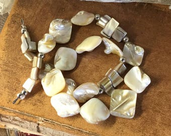 Vintage Bead Supply Blister Pearls MOP Shell Chips Broken Necklace Silver Tone Spacer Beads Bead Stringing Supplies Jewelry Making