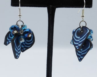 Blue cluster earrings in glass beads and silvery metal