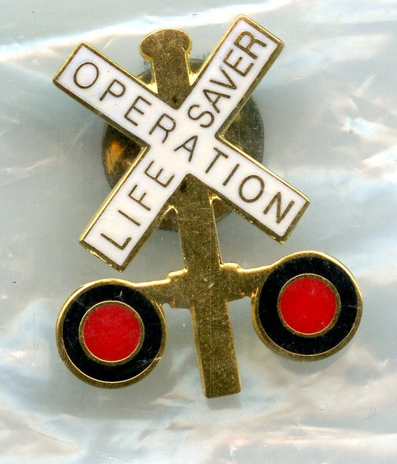 FREE SHIPPING-Vintage-Operation-Lifesaver-Railroad-Crossing-Lapel-Hat-1 Inch-Pin-New In Package
