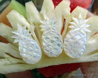Pineapple Crush Small Pendant Bead in Carved Mother of Pearl Shell 25mm, 1pc