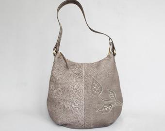 Beige leather hobo bag. Leather purse leaf decor. Beige applique leather shoulder bag.