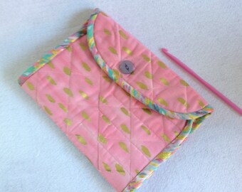 Crochet Hook Case - pink and metallic gold quilted cotton carrying case, Clover large hooks,  tri fold hook storage wallet, Iza Pearl fabric