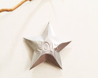 Embossed year Year of Choice Aluminum Can Stars, Christmas Ornaments, 2019, 2018, Happy New Year Customized, Gift Topper, Upcycled Recycled