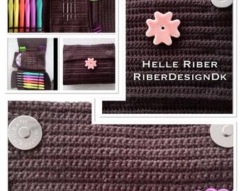 Crochet hook caddy