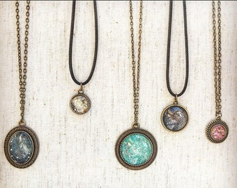 Gold/Silver Flecked Pendent Necklace