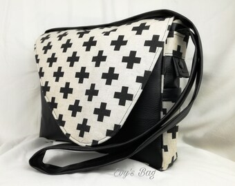 "Handbag ""Badis"". Door cross body or shoulder"