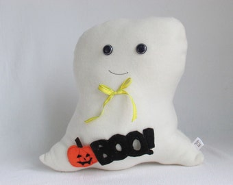 "Friendly ""Boo!"" plush ghost"