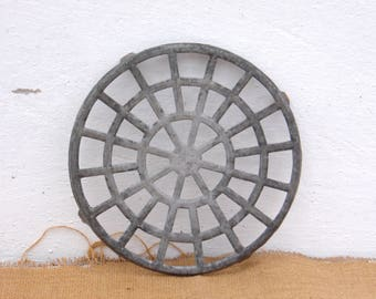 Vintage Aluminum Round Trivet - Metal Pan Stand - Country Kitchen