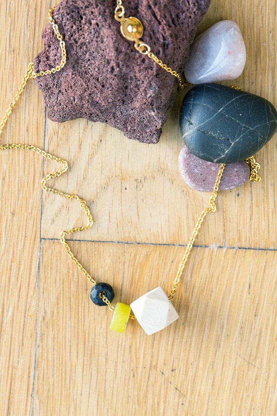 Flat Gemstone & Black Onyx Diffuser Necklace (Gold)