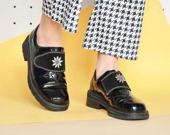 90s PATENT LEATHER shoes GRUNGE shoes chunky shoes retro patent shoes old school shoes velcro shoes mod shoes / Size 6.5 us / 4 uk / 37 eu
