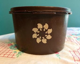 Vintage Brown Tupperware 1298-16 810-19