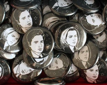 The X Files Mulder and Scully 1 in Buttons Pins