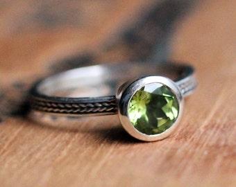 Peridot gemstone ring silver, August birthstone ring, braided ring, bezel set ring, peridot engagement ring, gemstone stacking ring, wheat