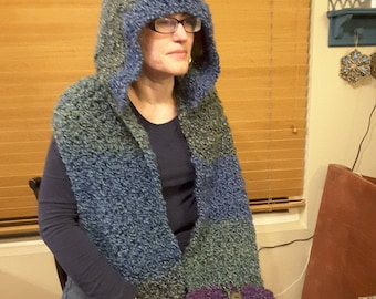 Hooded scarf with pockets