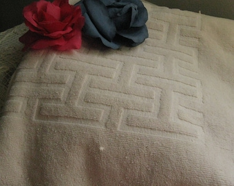 Fieldcrest Bath Towel ~~ Vintage Fieldcrest Bath Towel ~~ Halston for Fieldcrest Ivory Bath Towel