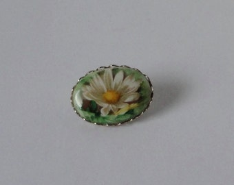 Vintage Daisy Flower Cameo Style  Brooch Pin. Daisy cabochon brooch