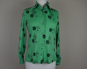 Vintage polyester button down shirt - green black floral top - shirt with flowers 1970s 70s seventies womens