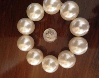 White Chunky Beaded Bracelet