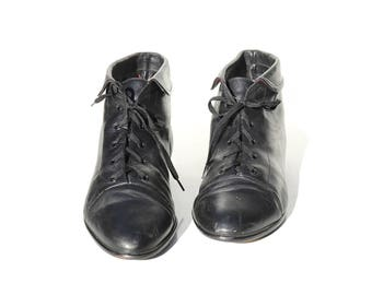 Vintage Black Leather Ankle Boots / size 9
