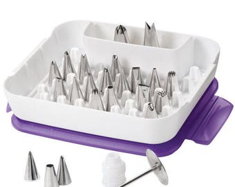 Clearance (30%off) - Wilton Deluxe 22 Piece Set - (original Price 62.99)