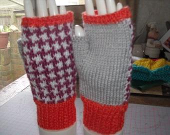 Ladies fingerless mitts