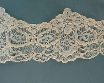 Shaped Floral Ecru Lace Sewing Trim 8 1/2 Yards by 4 Inches Wide L0709