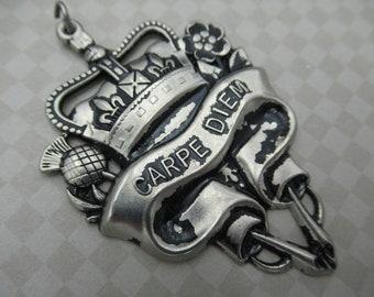 Pendentif coeur de Style Vintage Carpe Diem - Antique Silver - grand médaillon en argent - Couronne & défilement Accents - 44X65mm - Qté 1 * article neuf *