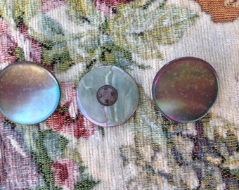 Set of three vintage Pearl buttons