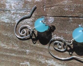Schöne hell blauen Chalcedonstein Tropfen Ohrringe mit Hand geschmiedet Ohrhaken