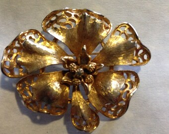 Flower Brooch// Vintage Jewelry